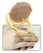 Anel folheado a ouro c/ aro antômico e pedra acrílica oval c/ chatão de galeria - Clique para maiores detalhes