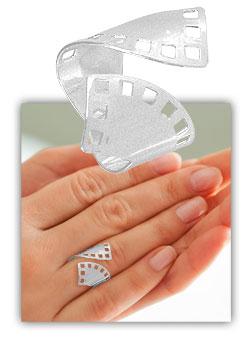 Anel de chapa ajustável folheado a prata com detalhes vazados - Clique para maiores detalhes