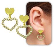 Brinco folheado a ouro c/ coração de chapa e coração de strass - Clique para maiores detalhes