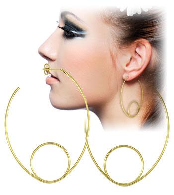 Brinco de argola folheado a ouro semelhante ao utilizado pela personagem Laureta (Segundo Sol)