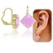 Brinco tranqueta folheado a ouro c/ pedra acrílica na cor lilás - Clique para maiores detalhes
