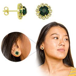 Brinco folheado a ouro com pedras de strass na cor cristal e verde no centro - Clique para maiores detalhes