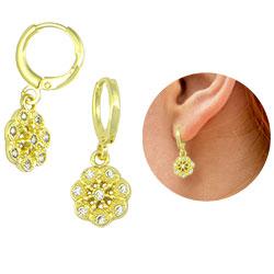 Brinco argolinha folheado a ouro com flor contendo zircônias - Clique para maiores detalhes
