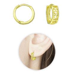 Brinco argolinha articulada folheado a ouro com detalhes de coração - Clique para maiores detalhes