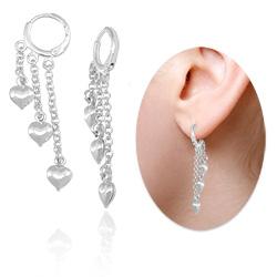 Brinco argolinha articulada folheado a prata com correntes e corações - Clique para maiores detalhes