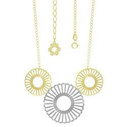 Gargantilha folheada a ouro c/ adereços de chapa vazada e detalhe prateado - Clique para maiores detalhes