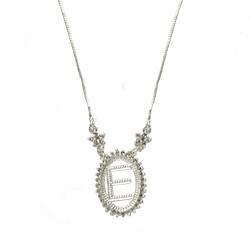Gargantilha folheada a prata c/ corrente veneziana e medalha c/ a letra E rodeada de zircônias - Clique para maiores detalhes